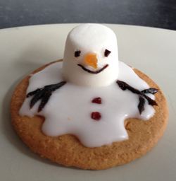 Activity_ymms_snowman_melting_biscuit
